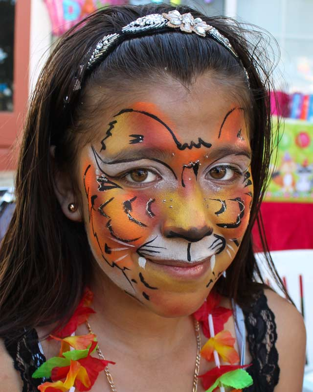 Tiger face paint by Auntie Stacey's face painting, balloon twisting, children's entertainer, fun and games, best wine country face painter, Sonoma county
